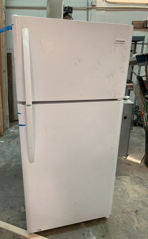 Frigidaire refrigerator for Sale in Columbia, MO