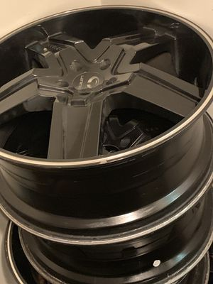 Lorenzo rims 22 inches black 5lugs for Sale in Washington, DC