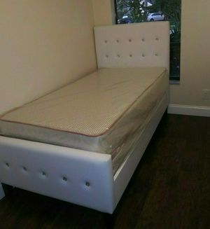 NEW BEAUTIFUL TWIN DIAMOND BED WITH MATTRESS AND BOX SPRING for Sale in Biscayne Park, FL