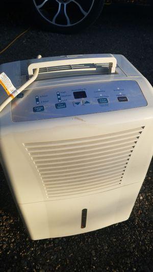GE 30 Pint Dehumidifier for Sale in Kent, WA