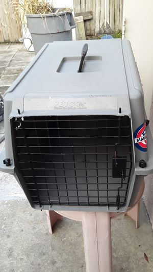 Classic kennel for dog from Petco for Sale in Tarpon Springs, FL