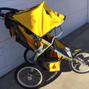 used baby stroller with three wheels In Good Condition for Sale in Glendale, AZ