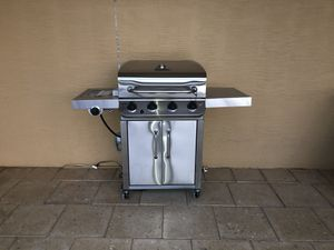 Grill Basically Brand New with Cover for Sale in New Smyrna Beach, FL