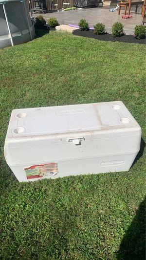 Rubbermaid 150qt 141.9L cooler for Sale in Sterling, VA