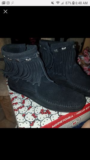 Minnetonka for Hello Kitty fringe boot for Sale in Des Moines, IA