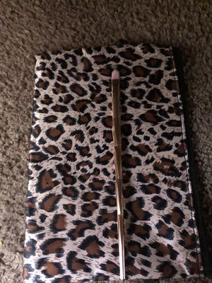 Makeup brush for Sale in Moreno Valley, CA