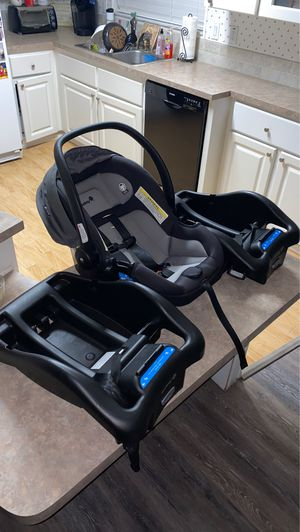 infant car seat with 2 bases for Sale in St. Cloud, FL