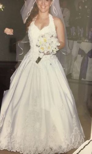 David's Bridal white halter wedding dress with long train for Sale in Miami, FL