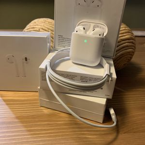 Apple AirPods 2!!! (2) Wireless Bluetooth earbuds w/ cable for Sale in Atlanta, GA