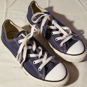 Converse shoes youths size 3 for Sale in Murfreesboro, TN