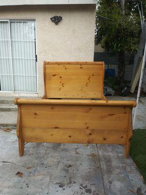 cama Queen Size de madera excelentes condiciones for Sale in Paramount, CA