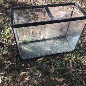 35 Gallon Aquarium /tank With Background for Sale in Houston, TX