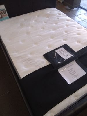 King size Pillow top mattress with Memory Foam for Sale in Glendale, AZ
