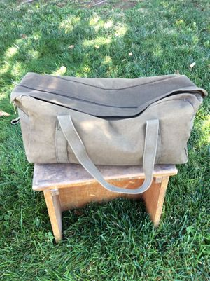 Good Size Olive Green Duffle / just the right bag and holds so much/ Grab and go for Sale in Las Vegas, NV