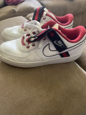 MENS SIZE 9.5 NIKE SHOES for Sale in Parma, OH