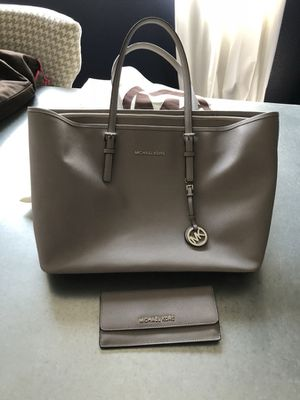 Michael Kors tote and matching wallet for Sale in Riverview, FL