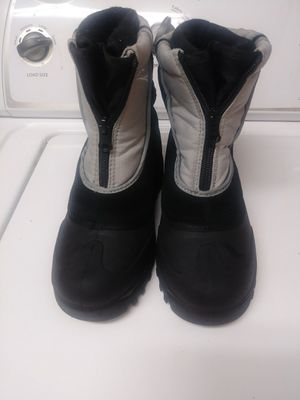 Kids snow boots size 2 for Sale in Katy, TX