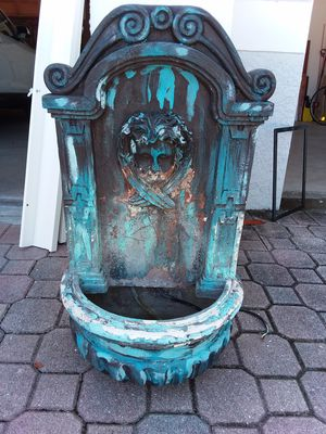 Wall or Standing water fountain for Sale in Ruskin, FL