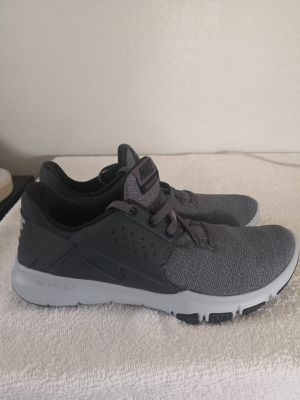 Brand new NIKE tennis shoes for Men. Size 7. for Sale in Riverside, CA