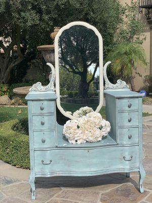 Beautiful Vintage Dresser for Sale in Ontario, CA