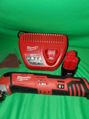 MILWAUKEE M12 CORDLESS MULTI-TOOL W BATTERY & CHARGER SET for Sale in Beaumont, CA