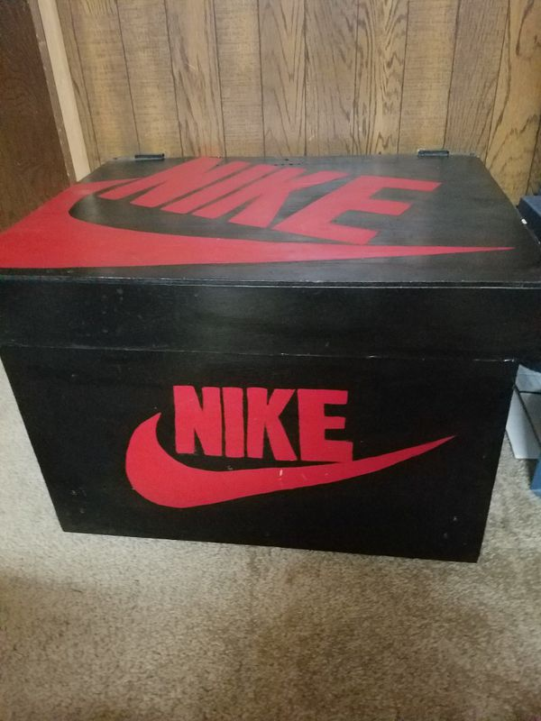 Giant Nike shoe box make offer first come first serve pick up in Brooklyn