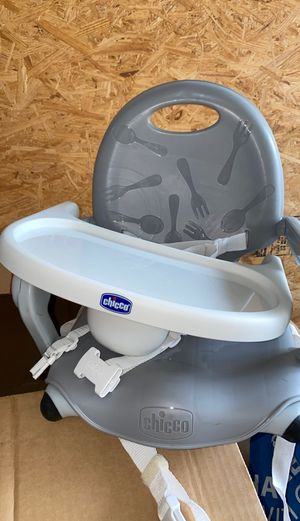 Chicco Carry and Go Highchair/Booster Seat for Sale in Riverview, FL