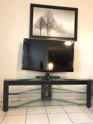 GLASS MODERN BLACK TV STAND FOR SALE!!!!📺💙💙💜🔊 for Sale in San Francisco, CA