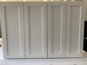 LEFTOVER IN STOCK WHITE SHAKER KITCHEN CABINETS for Sale in Irving, TX