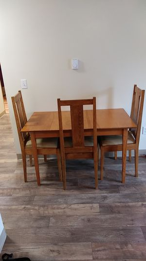 table it comes with 4 chairs in good condition must go need the room for Sale in Auburn, WA
