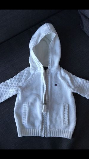 Sweater 6-9 months tommy for Sale in Miami, FL