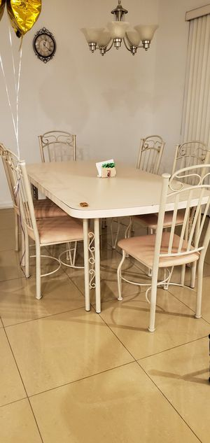 Wooden kitchen table dining room table set with 8 (eight) chairs. for Sale in Miami, FL