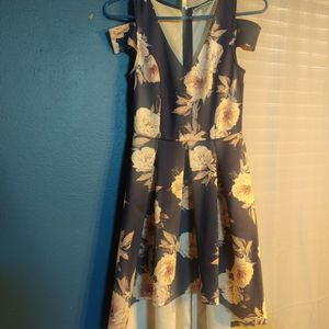 Juniors Dresses Size 5 & 7 for Sale in Victorville, CA