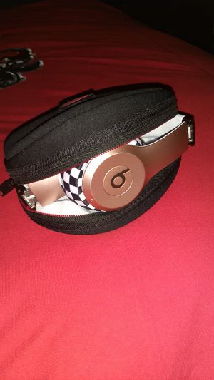 Beats By Dre Rose Gold Solo 2 Wireless for Sale in Winston-Salem, NC