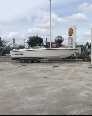 32 foot Formula boat 1987 for sale or trade, tittle in hand ... just boat and trailer no motors for Sale in Miami, FL
