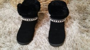 An elegant winter boot .black velvet with fur at the Top. Normal used .size 6 .looks in good condition , very comfortable shoes . for Sale in Pinellas Park, FL