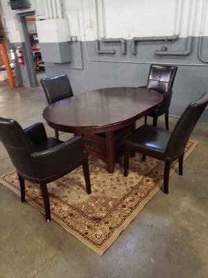 Dining room table for Sale in Parma, OH