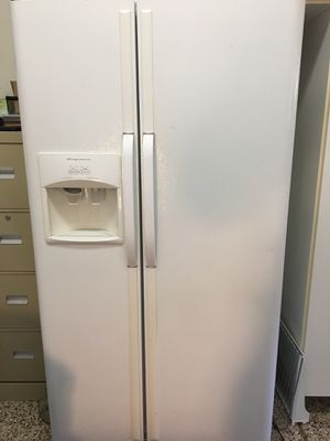 Side by side Frigidaire refrigerator for Sale in Corona, CA