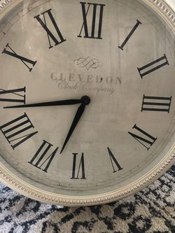 20 inch antique white wall clock gold /bronze accent for Sale in North Versailles,  PA