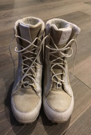 Adidas Boots Women Size 8 for Sale in Austin, TX