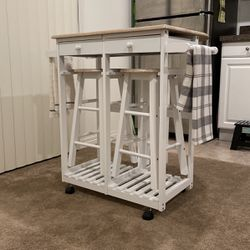Small Kitchen Table W/Stools for Sale in Corona,  CA