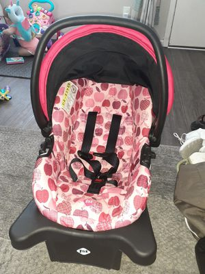 Infant car seat and base for Sale in Hayward, CA