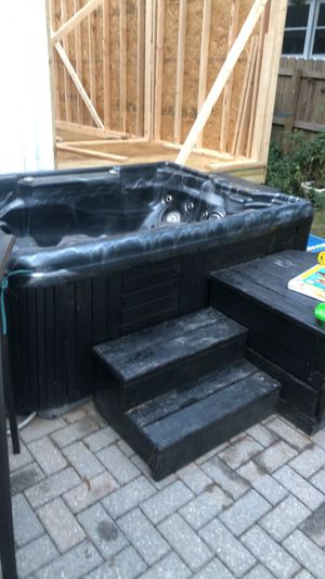 Hot tub for Sale in Chesapeake, VA