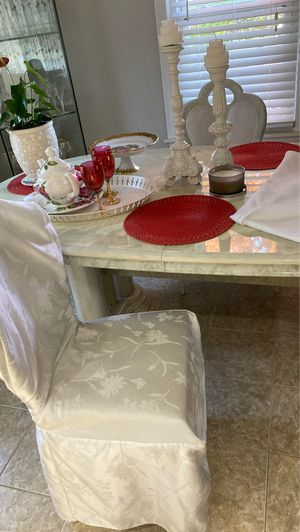 Kitchen table with 4 chair for Sale in Clawson, MI