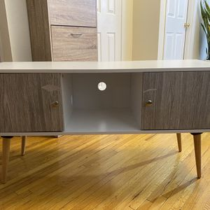 TV Console for Sale in Queens, NY