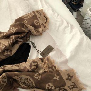 LV scarf/shawl/wrap, Louis Vuitton for Sale in Cerritos, CA