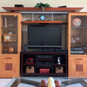 Wall Unit... Not Tv Stand In Middle for Sale in Hollywood, FL