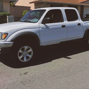 ABSOLUTELY NEW CONDITION TOYOTA TACOMA 2003 for Sale in Fresno, CA