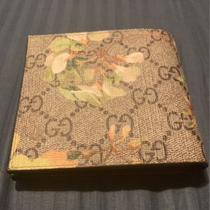 Authentic Gucci wallet for Sale in Plainfield, IL