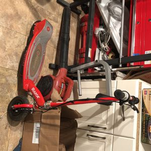 ELECTRIC SCOOTER **READ DESCRIPTION** THROW A PRICE for Sale in Brentwood, MD
